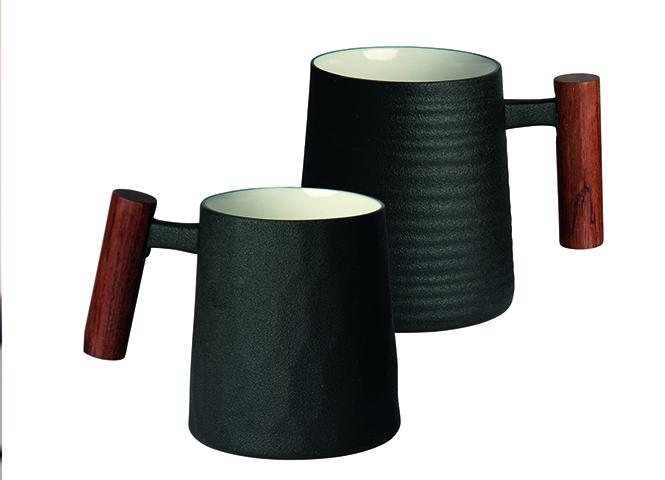 "Mug with rosewood handle ""Negra"" (fluted)"